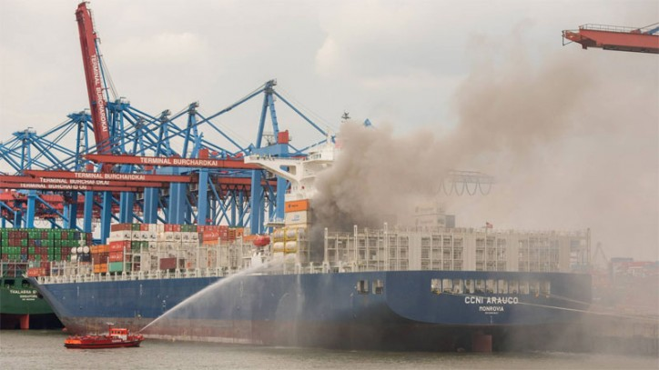 Container ship CCNI Arauco on Fire at Port of Hamburg