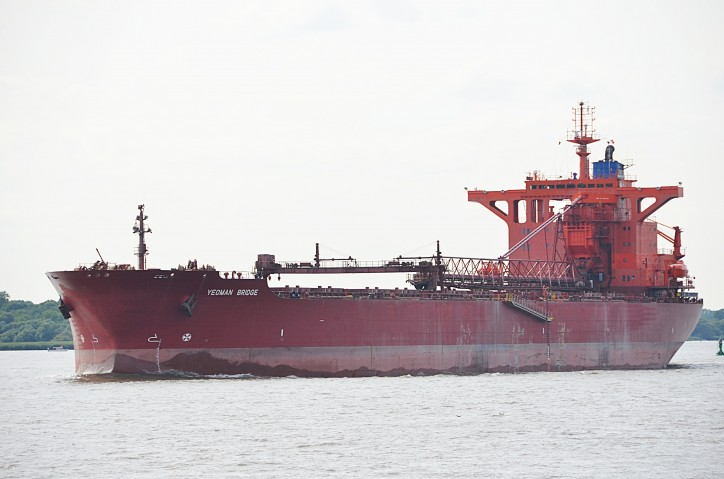 Bulker Yeoman Bridge slammed into crude oil tanker Peary Spirit in Port of Brunsbuttel, Germany