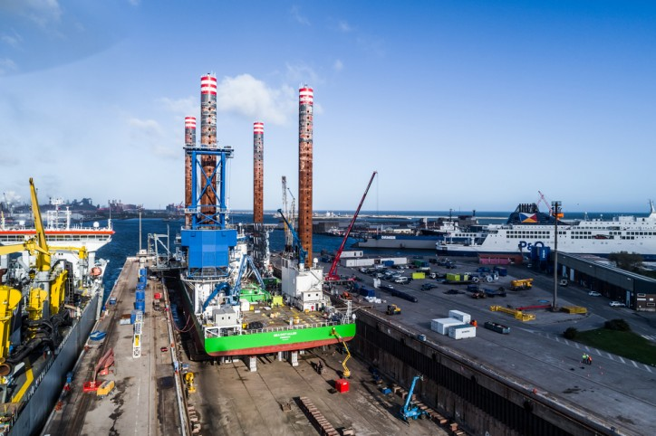 Wind turbine jack-up 'Sea Installer' completes eight-day stopover at Damen Shiprepair Dunkerque (Video)