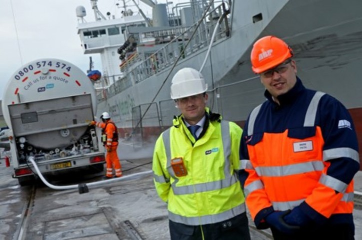 ABP and FloGas join forces to bunker ships with LNG in UK first