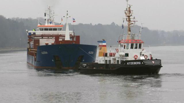 Cargo ship Alesia ran aground in Kiel Canal