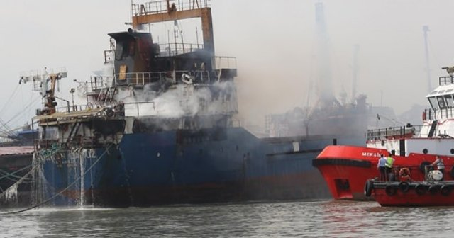 Turkish cargo ship Sukran Camuz severely damaged after fire in Mersin port