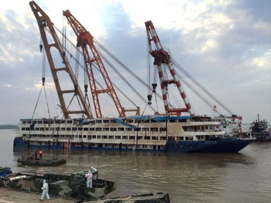 Video captures the Damaged Chinese Cruiser Eastern Star