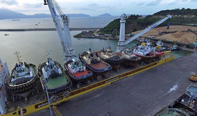 Damen's largest ever stock-vessel transport began in Shanghai