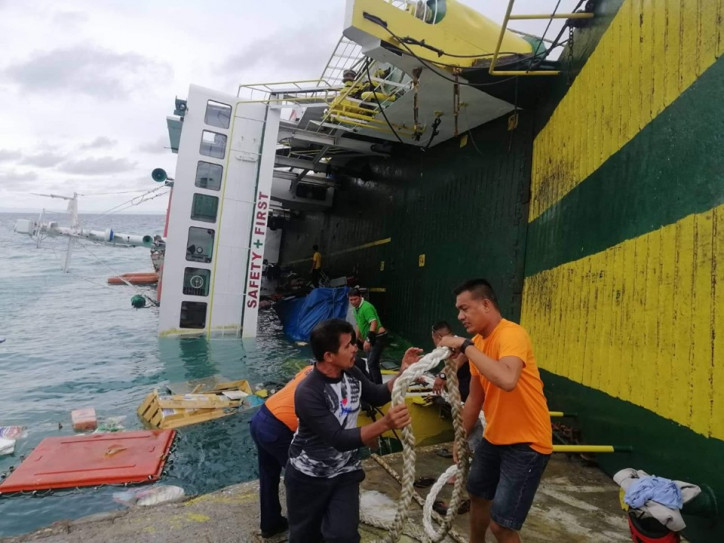More Than 160 Rescued after Ferry Tilts in Cebu