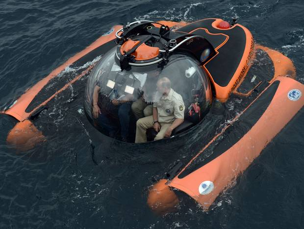 Russian President Putin rides submersible to bottom of Black Sea