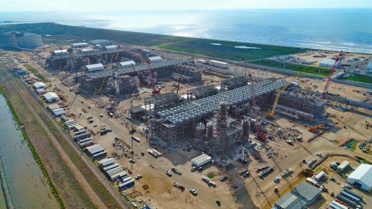 Toshiba closes U.S. LNG business sale to Total