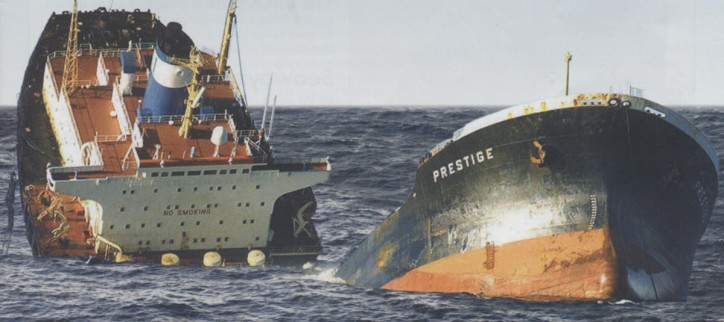 Flashback history: Tanker Prestige sinking (Video)