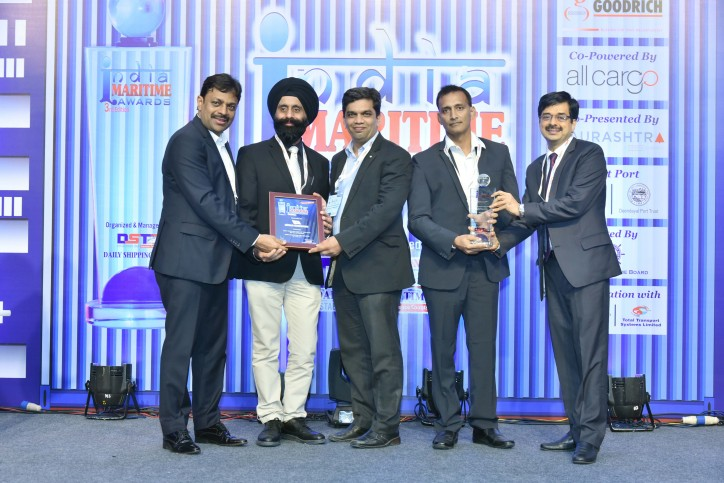 "Höegh wins ""Best Shipping Line of the Year - RoRo Operator"" in India"