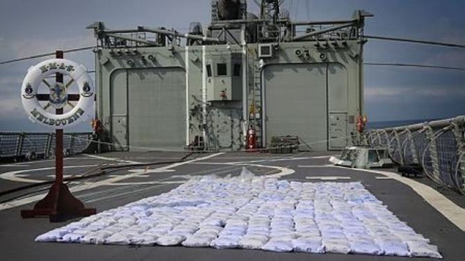 HMAS Melbourne seizes 427kg of heroin off smuggling ship in Indian Ocean