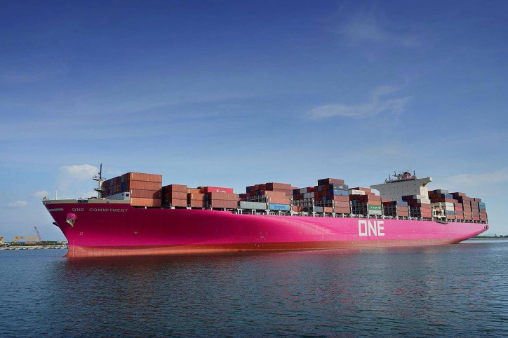 ONE's first magenta containership, ONE COMMITMENT makes a successful call at the Port of Yantian, China