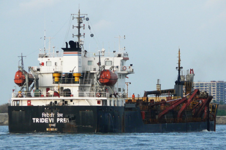 Dredger owned by Mercator Sinks near Mangalore port