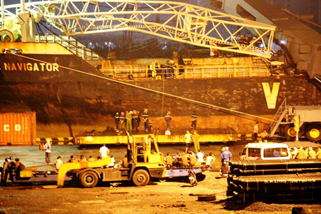 Crane crashed on containership Fortune Navigator in Ta Thuan Port, Vietnam; Rescue under way