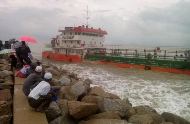 Srikandi 515 aground