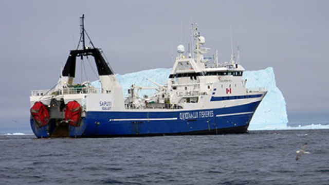 Fishing vessel Saputi in trouble after striking ice in Davis Strait (Video)