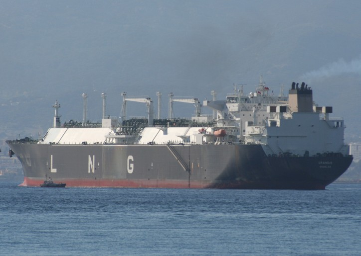 Golar LNG enters into new LNG carrier contract