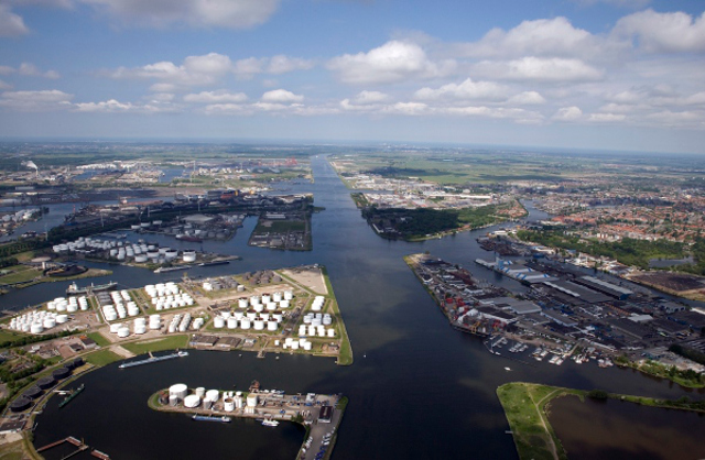 Curious to Know and See: Service at the Port of Amsterdam (Video)