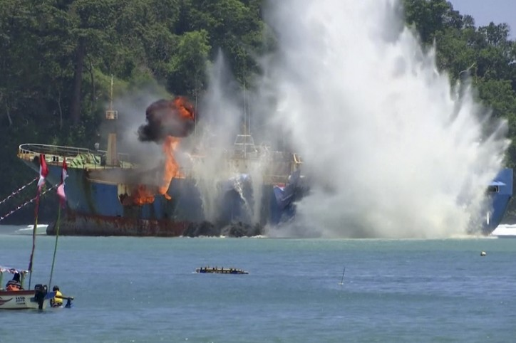 Indonesia blows up illegal toothfish ship sought by Interpol (Video)