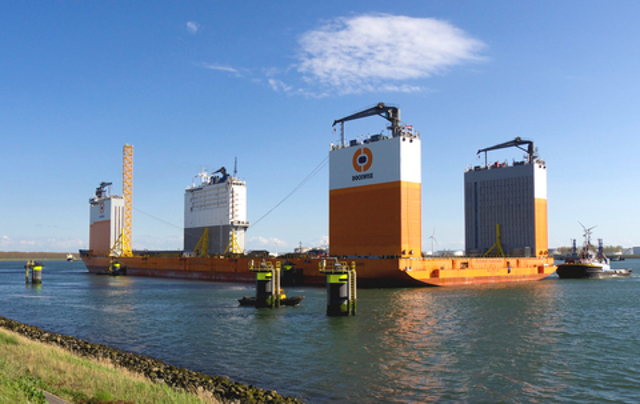 Dockwise Vanguard at the Caland canal in the Rotterdam Port