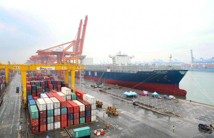 HMM's New Scrubber-Fitted Boxship Visits DP World Santos