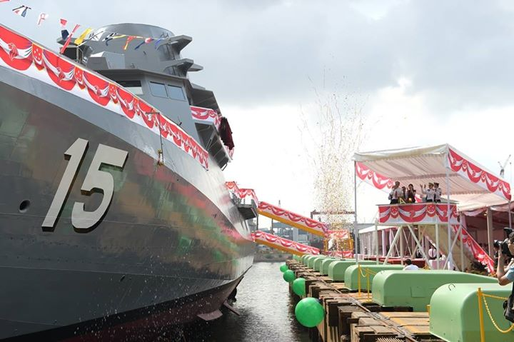 First Entry In An 8-Vessel Series Of LMVs For Singapore Navy Launched By ST Marine