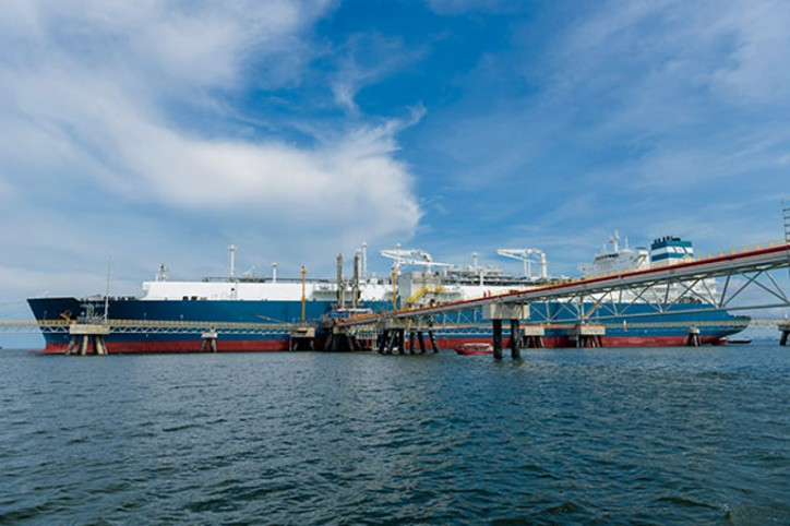 Höegh LNG secures debt financing for FSRU delivery #10