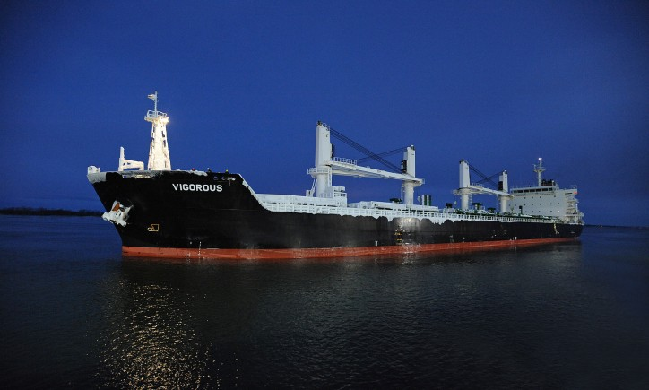 Port of Montreal welcomes first ocean-going vessel of 2016