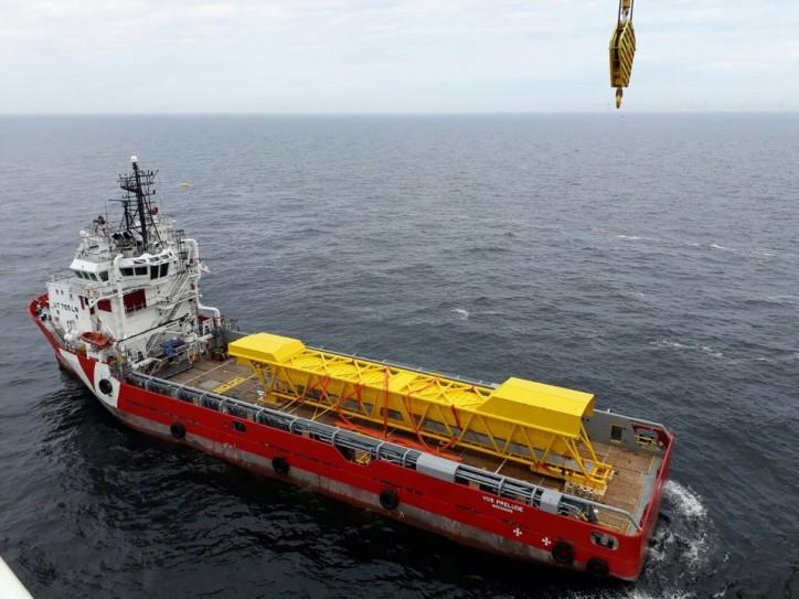 Den Helder PSVs support Rhenus Offshore Logistics