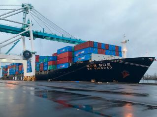 SM Line makes first container service call at Port of Portland's Terminal 6