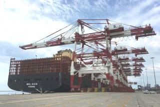 The world's second-largest container ship begins operating in the Port of Barcelona
