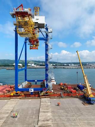 New crane gives Belfast harbour a lift