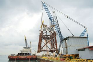 Qatar Petroleum announces load out of the first two jackets for the North Field Expansion Project