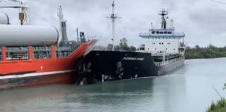WATCH: General cargo ships collision in Welland Canal, Great Lakes
