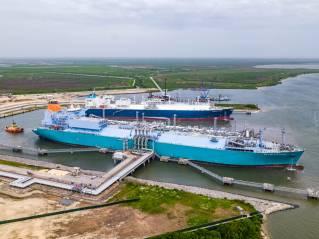 FSRU MOL Challenger loads at Cheniere's Sabine Pass LNG