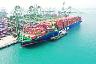 Containership HMM Nuri fully laden on maiden voyage