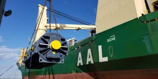 MPV AAL Singapore transported two Siemens generators for EU & Iraq power plants