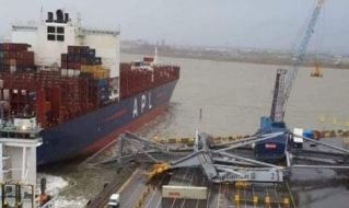 VIDEO: Crane collapsed after being hit by APL container ship in Antwerp