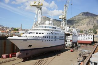 Fincantieri Cuts Windstar's Star Breeze in Half
