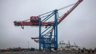 New Gantry Cranes For HHLA Put Into Operation