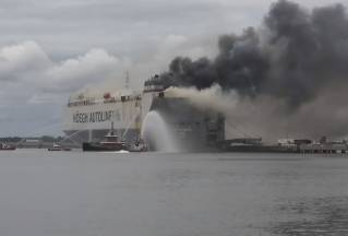 Car Carrier Höegh Xiamen Declared a constructive total loss after fire