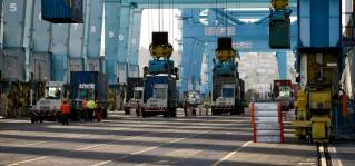 New world record set by APM Terminals Pier 400