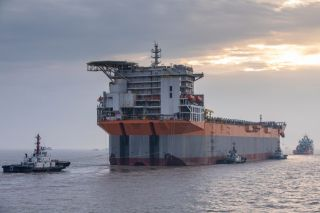 SBM's first completed Fast4Ward® hull arrives in Singapore
