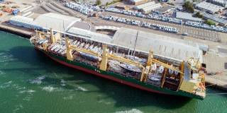 Mega-size MPV AAL Melbourne transports 38 yachts on deck from US to Europe (Video)
