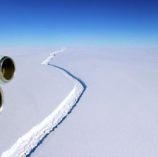 Video&Photos: Shipping Industry Cautioned as Huge Iceberg Breaks Off Antarctica