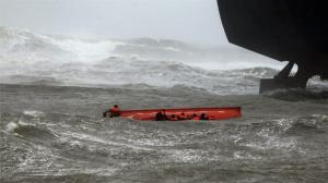 1 Dead and 5 Missing after Another Tanker Runs Aground as Cyclone Slams India's Coast