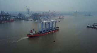 Ship carrying four huge new NWSA container cranes to arrive Tuesday in Tacoma (Video)