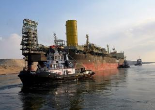 The new Suez Canal experienced one of the hardest passage of a reared towed Offshore Support Vessel: FIRENZE FPSO