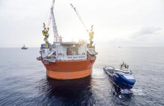 Battery hybrid Stril Barents in the Barents Sea: Supply vessel with shore power cuts CO2 emissions for Goliat