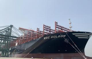 World's largest container ship sets sail from Tianjin (Video)