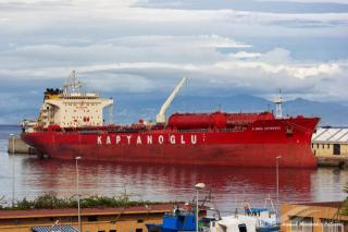 Oil spilled from tanker ship pollutes Albanian beach